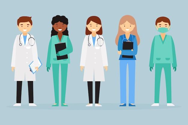 Équipe de professionnels de la santé debout