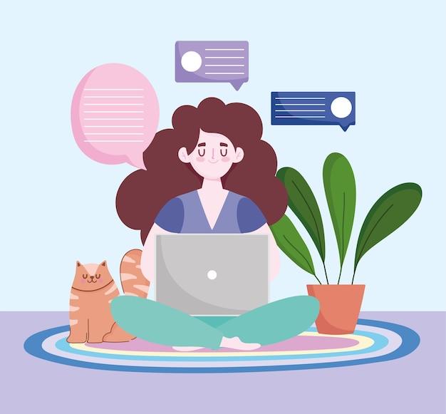 Espace de travail de bureau à domicile, pigiste utilisant un ordinateur portable avec un chat et une plante sur le sol.