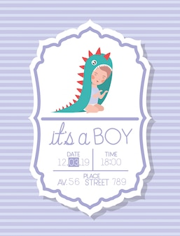 C'est une carte de douche de bébé avec un gamin déguisé