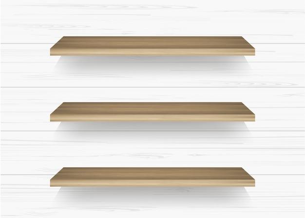 Étagère en bois sur fond de mur blanc.