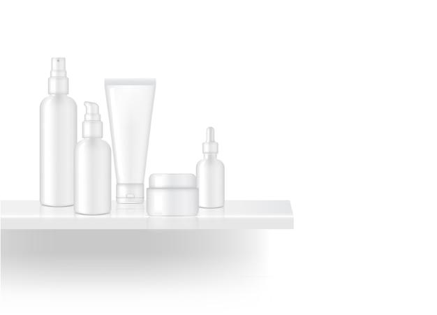 Une étagère réaliste montrant le produit de la bouteille blanche skincare