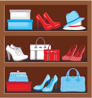Étagère avec sacs et chaussures.