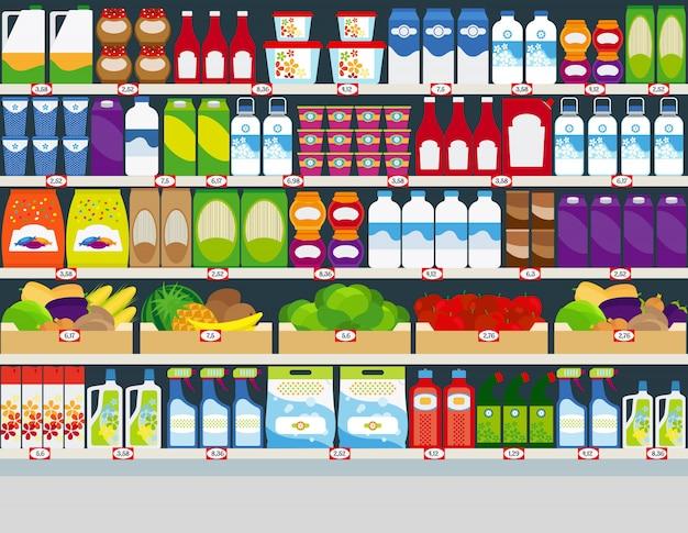 Étagères de magasin avec des produits