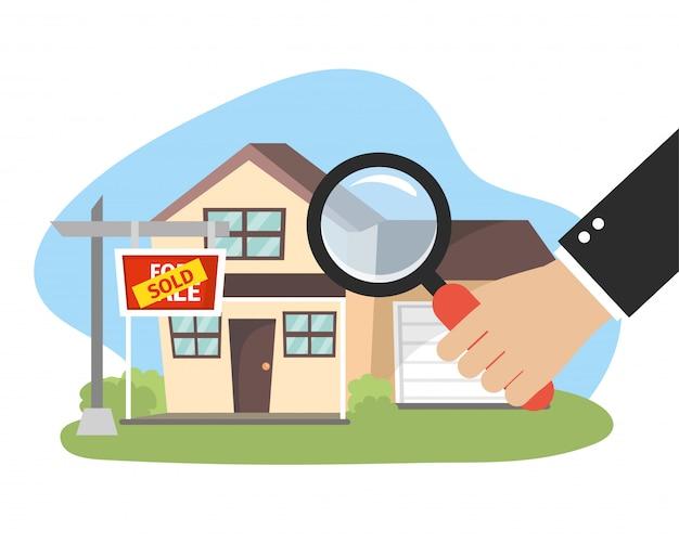 État vendu maison plan et homme d'affaires avec loupe