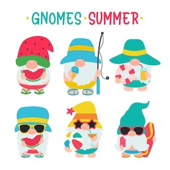 L'été des gnomes. les gnomes portent des chapeaux et des lunettes de soleil pour les sorties estivales à la plage.