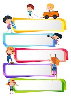 Étiqueter les modèles avec des enfants heureux