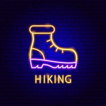 Étiquette au néon de randonnée. illustration vectorielle de la promotion de la chaussure.