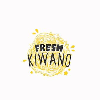 Étiquette de badge kiwano frais juteux ou modèle de logo croquis de fruits dessinés à la main avec prem de typographie ludique ...