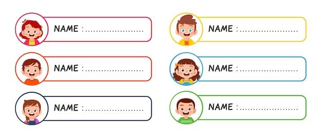 Étiquette de nom de fille et garçon heureux mignon enfants
