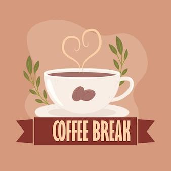 Étiquette et tasse de pause-café