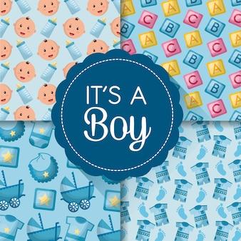 Étiquettes de cartes de douche de bébé visages garçon souriant cubes vêtements fond bleu né