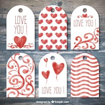 Étiquettes décoratives avec des coeurs