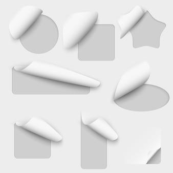Étiquettes de découpe de papier de vecteur. autocollant de feuille de note, message curl, illustration de jeu d'avis d'espace vide