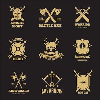 Étiquettes d'épée et de bouclier de guerrier doré vintage. insignes de vecteur de chevalier, logos de blason héraldique