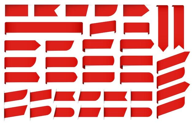 Étiquettes et étiquettes rouges sur blanc