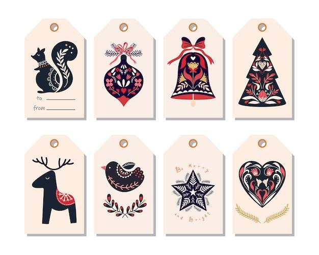 Étiquettes de noël scandinaves avec des éléments décoratifs