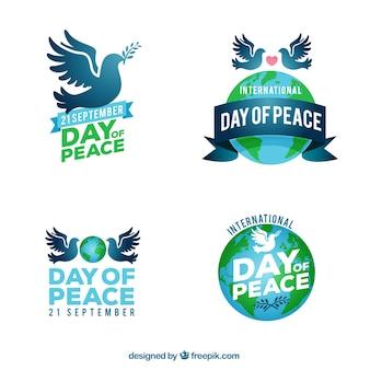 Étiquettes de paix avec des colombes et globe mondial