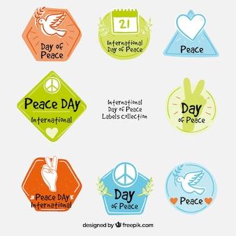 Étiquettes de paix dessinées à la main et colorées