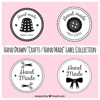 Les étiquettes à propos de l'artisanat sur fond rose