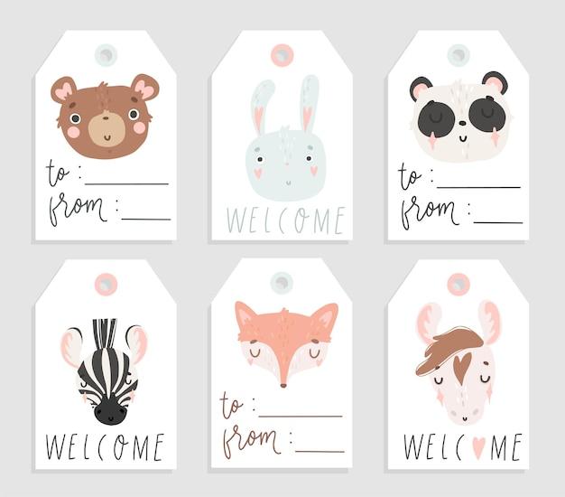 Étiquettes de vente et de cadeau avec des animaux mignons et dessinés à la main sur fond blanc couleurs pastel