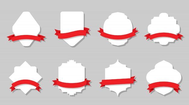 Étiquettes vintage rétro et ensemble de rubans rouges.