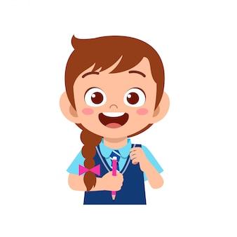 Étude de fille enfant mignon heureux avec sourire