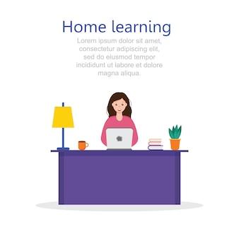 Étudiant apprenant en ligne à la maison personnage assis au bureau regardant un ordinateur portable et étudiant
