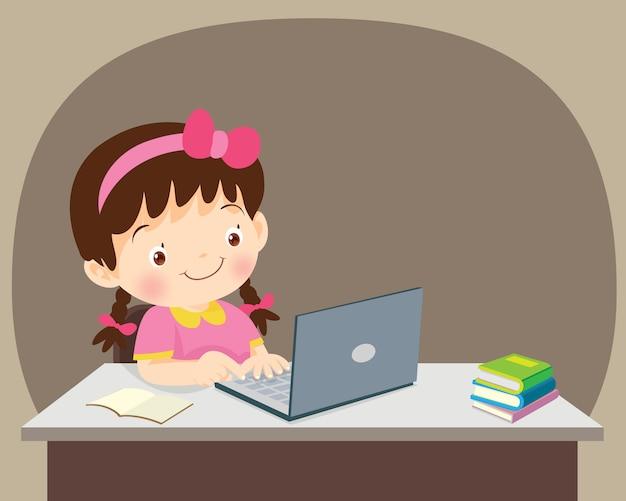 Étudiants fille assise avec ordinateur portable