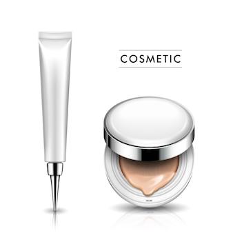 Étui de fondation à moitié ouvert et tube cosmétique avec partie tête pointue, à la fois blanc, fond blanc isolé