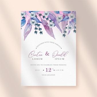 Exotique de fleurs violettes et de feuilles aquarelle sur fond d'invitation de mariage