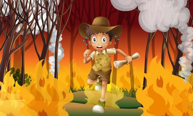 L'explorateur de la forêt est sorti de la forêt