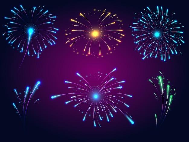 Explosions lumineuses de feux d'artifice de différentes couleurs