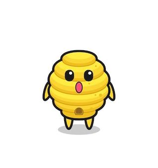 L'expression étonnée du dessin animé de la ruche d'abeilles, design mignon