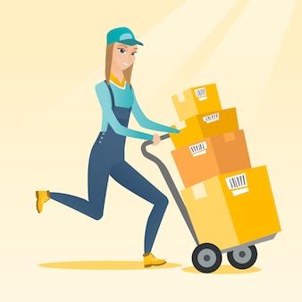 Facteur de livraison avec des boîtes en carton sur le chariot.