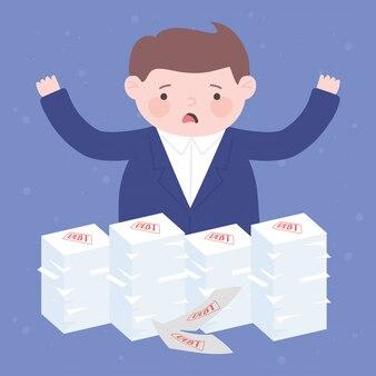 Faillite homme d'affaires inquiet avec la dette empilés la crise financière de l'entreprise papiers