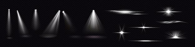 Faisceaux lumineux de projecteurs et flashs isolés sur fond transparent. ensemble réaliste d'effets de flare, de rayons blancs brillants et de reflets avec des étincelles. brille et éclats de projecteur