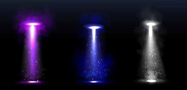 Faisceaux lumineux ufo, rayons incandescents de vaisseaux spatiaux extraterrestres.