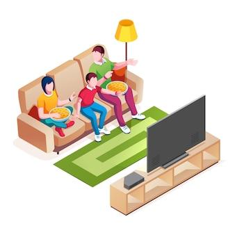 Famille sur canapé, regarder la télévision. couple avec enfant regardant une émission de télévision ou un film. père et mère, enfant regardent le film. couch avec maman et papa mangeant de la nourriture, bébé près de l'écran plasma. activité, style de vie