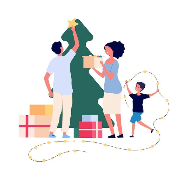 La famille décore le sapin de noël