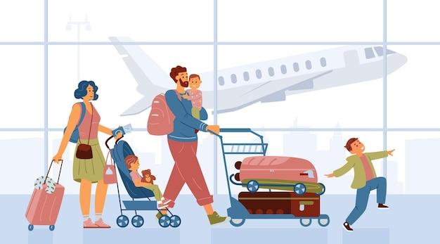 Famille avec enfants poussant le chariot avec des bagages marchant dans l'aéroport partir en vacances mère avec bébé poussette père tenant l'enfant sur les mains happy boy jumping