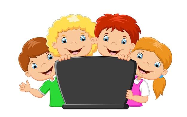 Famille heureuse de dessin animé avec ordinateur portable