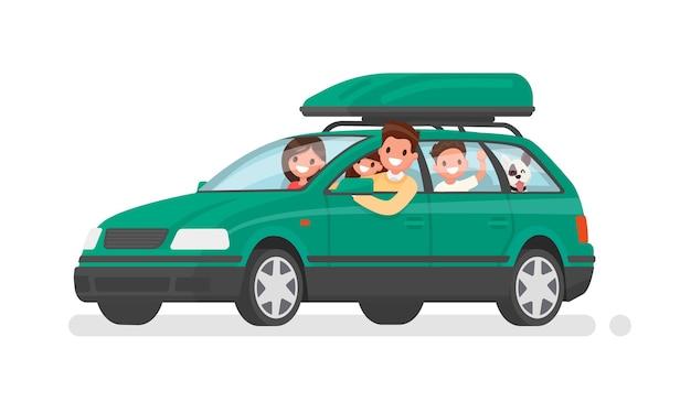 Une famille heureuse part en voiture en vacances