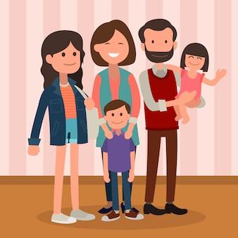Famille heureuse posant ensemble