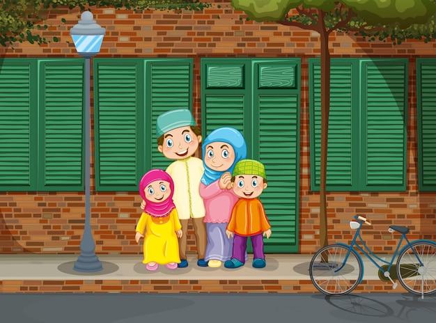 Famille musulmane sur le trottoir