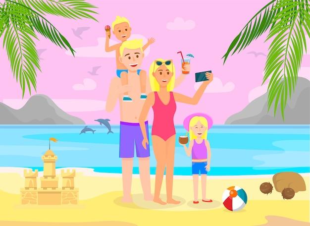 Famille en vacances d'été, aller à la plage avec palm