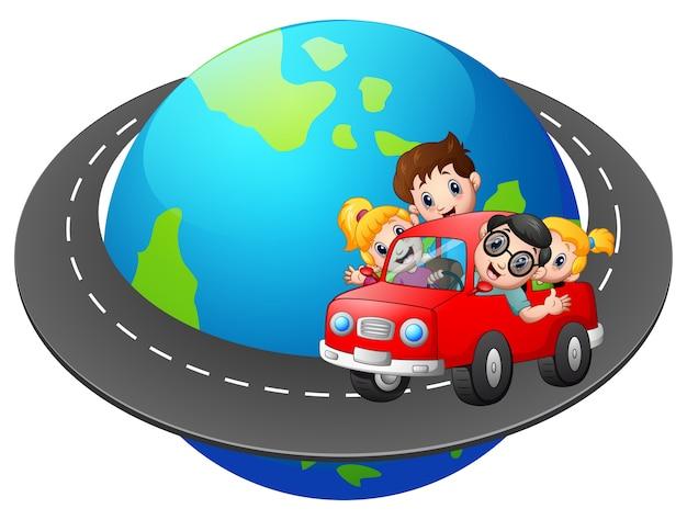 Famille voyage avec la voiture autour du monde