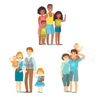 Familles heureuses posant ensemble