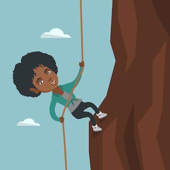 Femme d'affaires africaine escaladant la montagne.