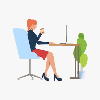 Femme affaires, boire café, utilisation, pc