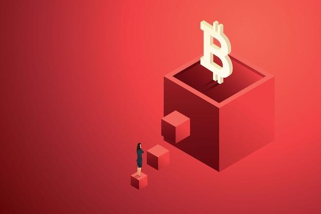 Une femme d'affaires considère le bitcoin comme un investissement et une croissance future